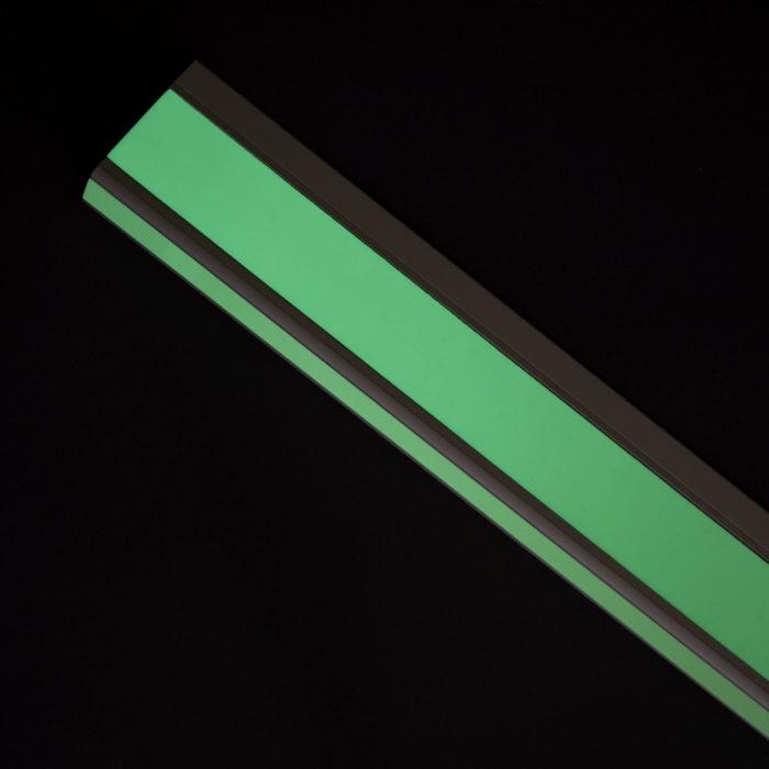 Luminous stair profile / Photoluminescent stair profile