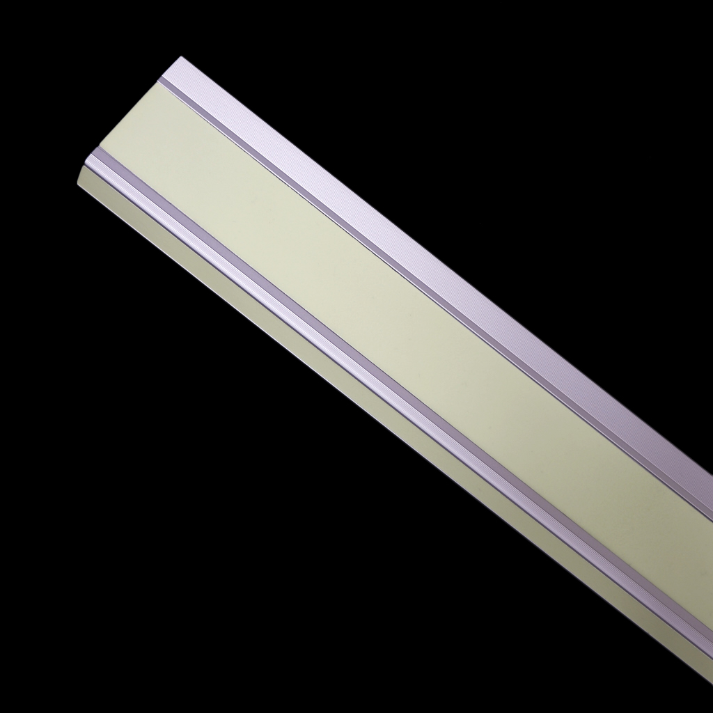 Photolumineszierende Treppenprofile leuchten im Dunkeln