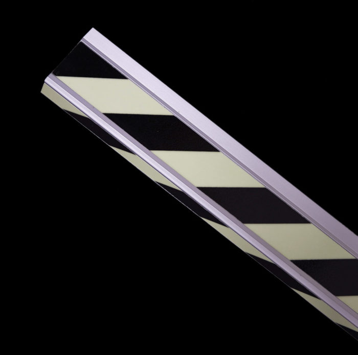 Gestreifte photolumineszierende Treppenprofile