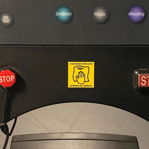 Handdoek verplicht / afnemen na gebruik sticker ideaal voor sportscholen