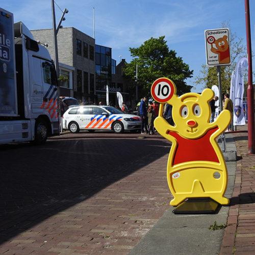Verkehr Teddy der sichere Bär Halten Sie 1,5 Meter entfernt