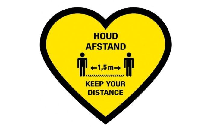Corona Bodenaufkleber Herz, halten Sie Abstand / halten Sie Abstand