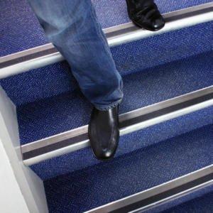 H3401N-Black-Standard-Safety-Grip-on-Stairs-heskins-vluchtwegaanduidingen