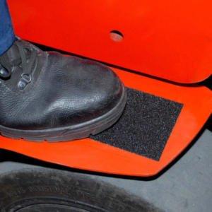 H3402-Coarse-Safety-Grip-on-Forklift-Heskins-Vluchtwegaanduidingen-