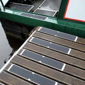 H3409-Bolt-Down-Anti-Slip-Plates-on-Deck-heskins-vluchtwegaanduidinge