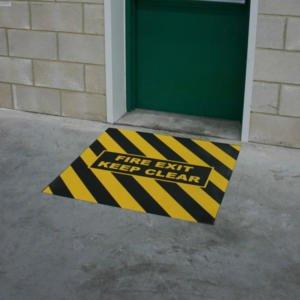 H3416-Anti-Slip-Fire-Exit-Marker-at-Door-heskins-vluchtwegaanduidingen